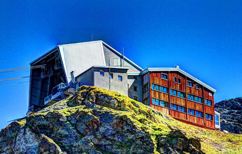 < Restaurant-Bar Mountain station >